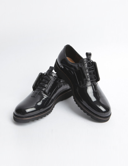 [TWOSIDE]Enamel Lambskin shoes